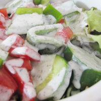 lettuce and tomato salad with creamy dressing