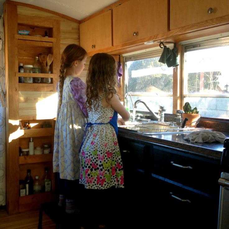 The Skoolie Revisited | How are things going for the Delgado family in the skoolie? Things are looking good. :) Join me to check-in with Jami and her family (of 5) that reside in a converted school bus in southern California. We talk about their improvements and challenges, her grain-free cooking, and what she does for fun. Plus... the tip of the week -- the world's BEST plastic bag dryer! | KnowYourFoodPodcast.com/65