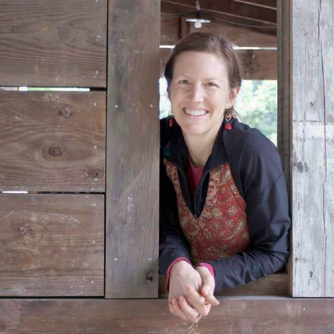 Grain-Free, Sugar-Free and Loving It! | By the age of 40, Megan had been diagnosed with 5 serious health conditions, including arthritis, Hashimoto's, and other auto-immune diseases. Today? Megan is healed, thanks to a gut-healing, grain-free, sugar-free diet. Not your normal restricted diet, though -- no deprivation here! She and I sat down (in the same room!) for this chat to talk about her story and her approach to beautiful, feast-worthy, gut-healing foods. Plus... the tip of the week! | KnowYourFoodPodcast.com/120