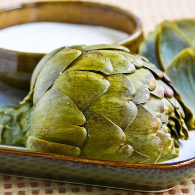 close up image of an artichoke head