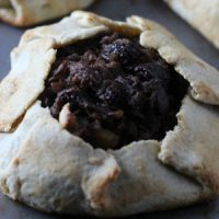 It's not too early -- especially if you're on a special diet like GAPS, Paleo, or Primal -- to start planning your menus for Thanksgiving and Christmas. Use your crockpot for this GAPS-approved holiday recipe for mincemeat pie with oh-so-nourishing ingredients -- like meat, fruit, healthy fats, and a grain-free crust.