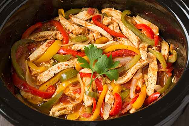 chicken fajitas with peppers in slow cooker
