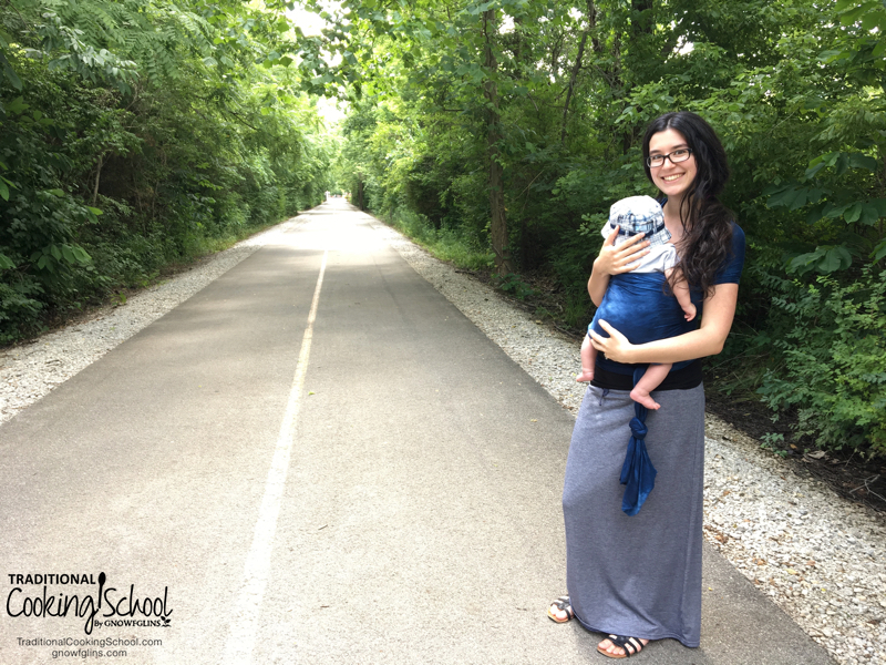 Pregnancy is a beautiful time in a woman's life... but it wasn't my favorite thing. Now that I have my baby, I'm working to lose the baby weight and heal diastasis recti -- while nursing. Here are 3 fun and effective ways to exercise while breastfeeding!