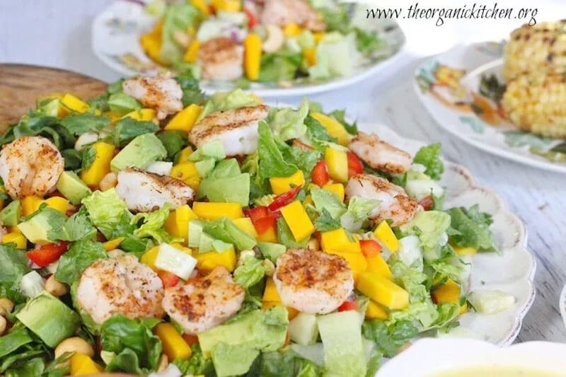 green salad with grilled shrimp and vinaigrette