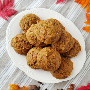 Plateful of golden brown cookies.